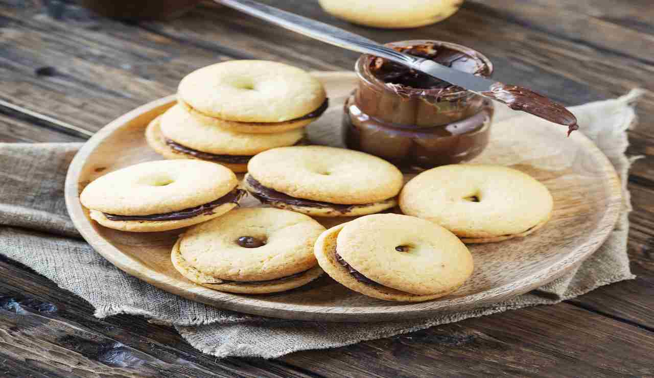 Biscotti con farina di nocciole e nutella