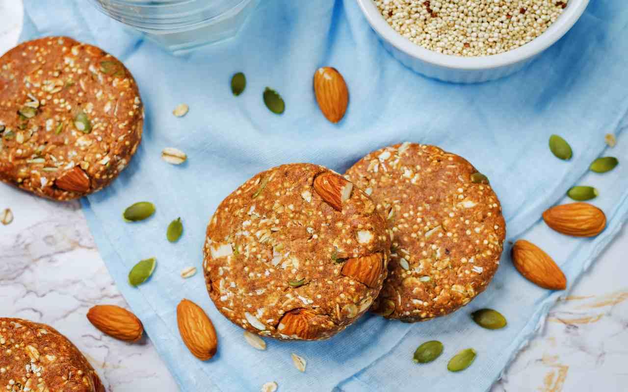 biscotti mandorle quinoa ricetta FOTO ricettasprint