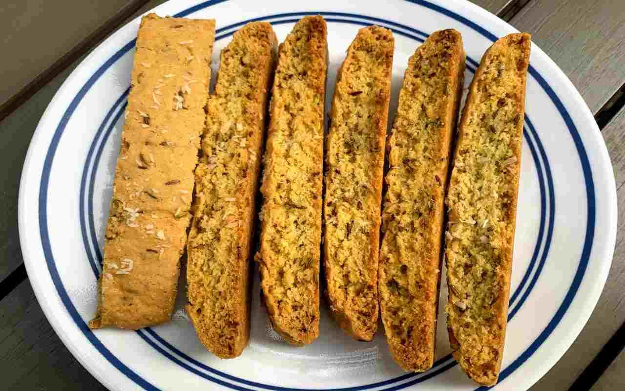 biscotti semi finocchio ricetta FOTO ricettasprint