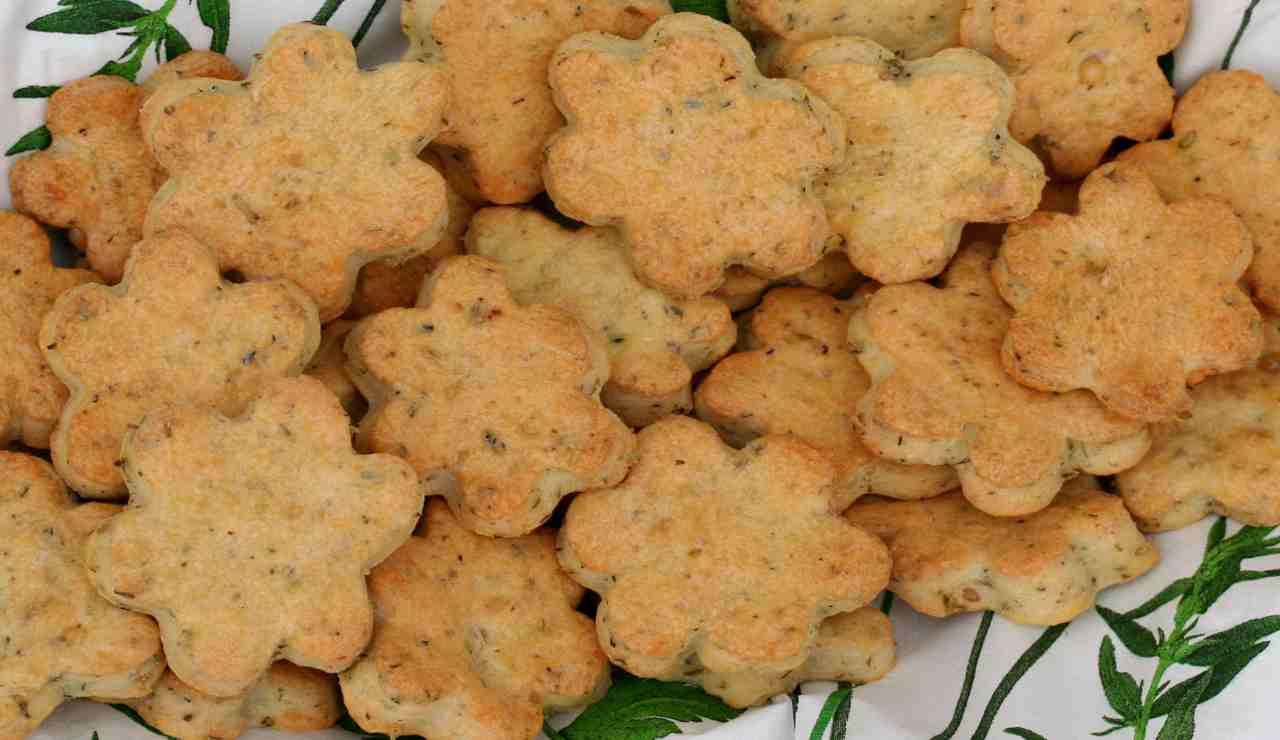Biscotti salati con salvia e timo