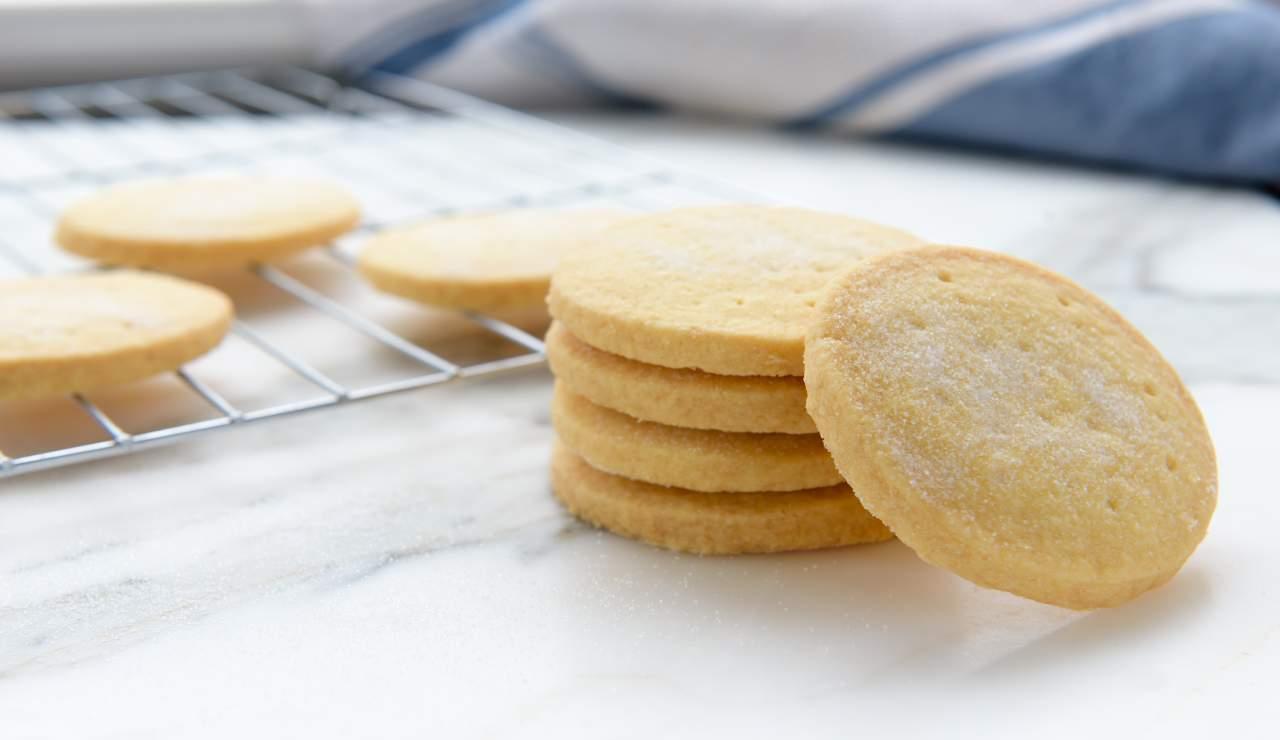 Biscotti vanigliati senza uova e burro
