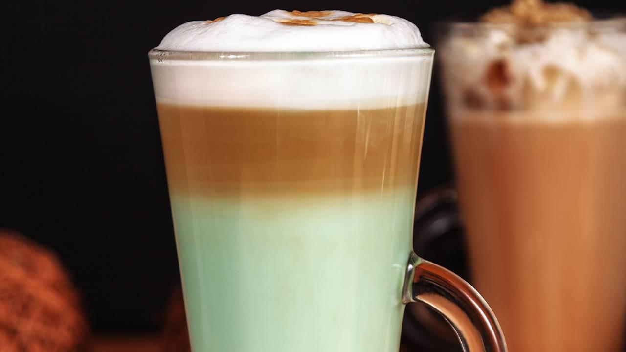 Bevanda con panna caffè e menta