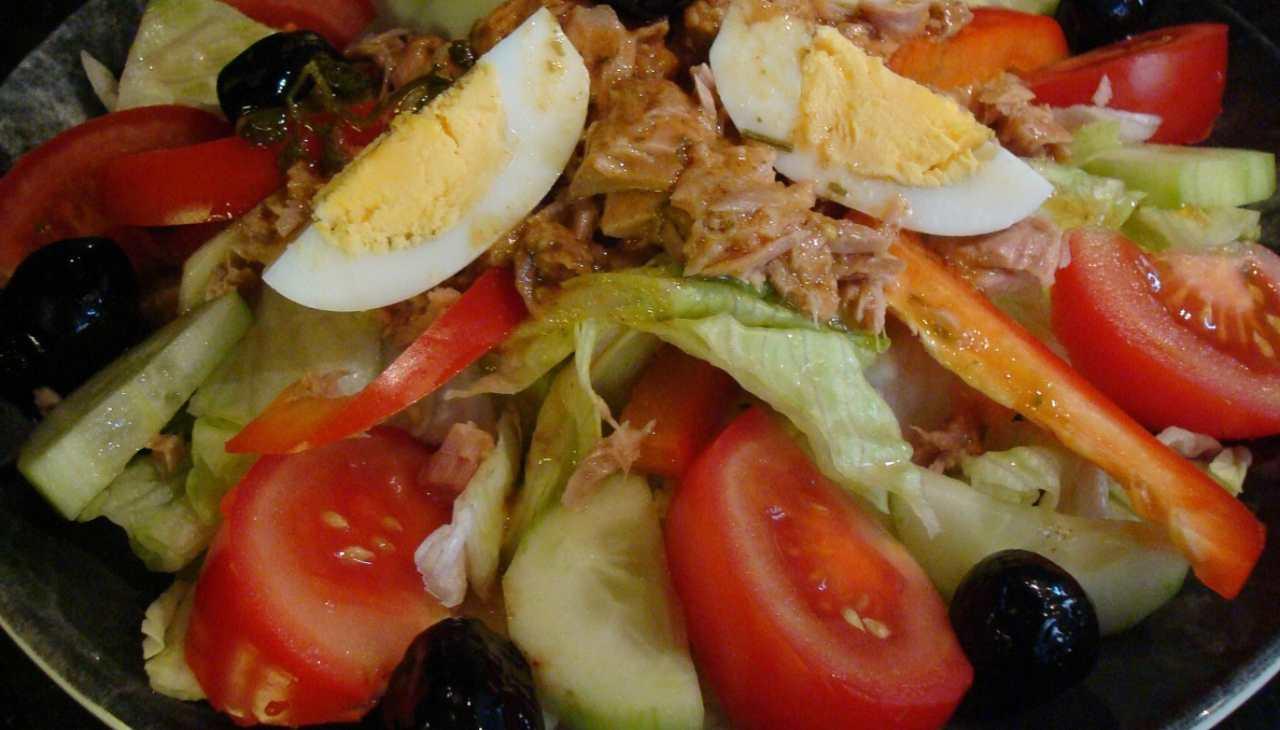 Insalatona tonno, lattuga, cetriolo, patata