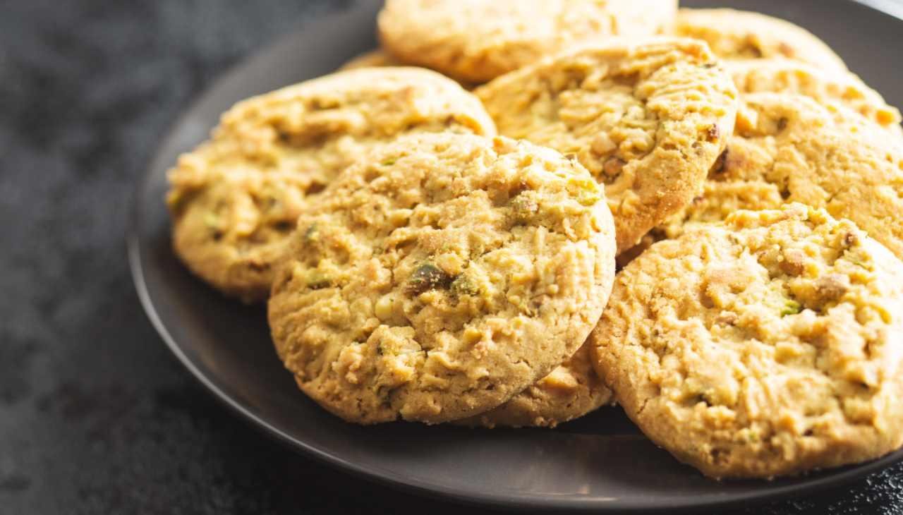 Biscotti al pistacchio, pomodoro, formaggio e pancetta