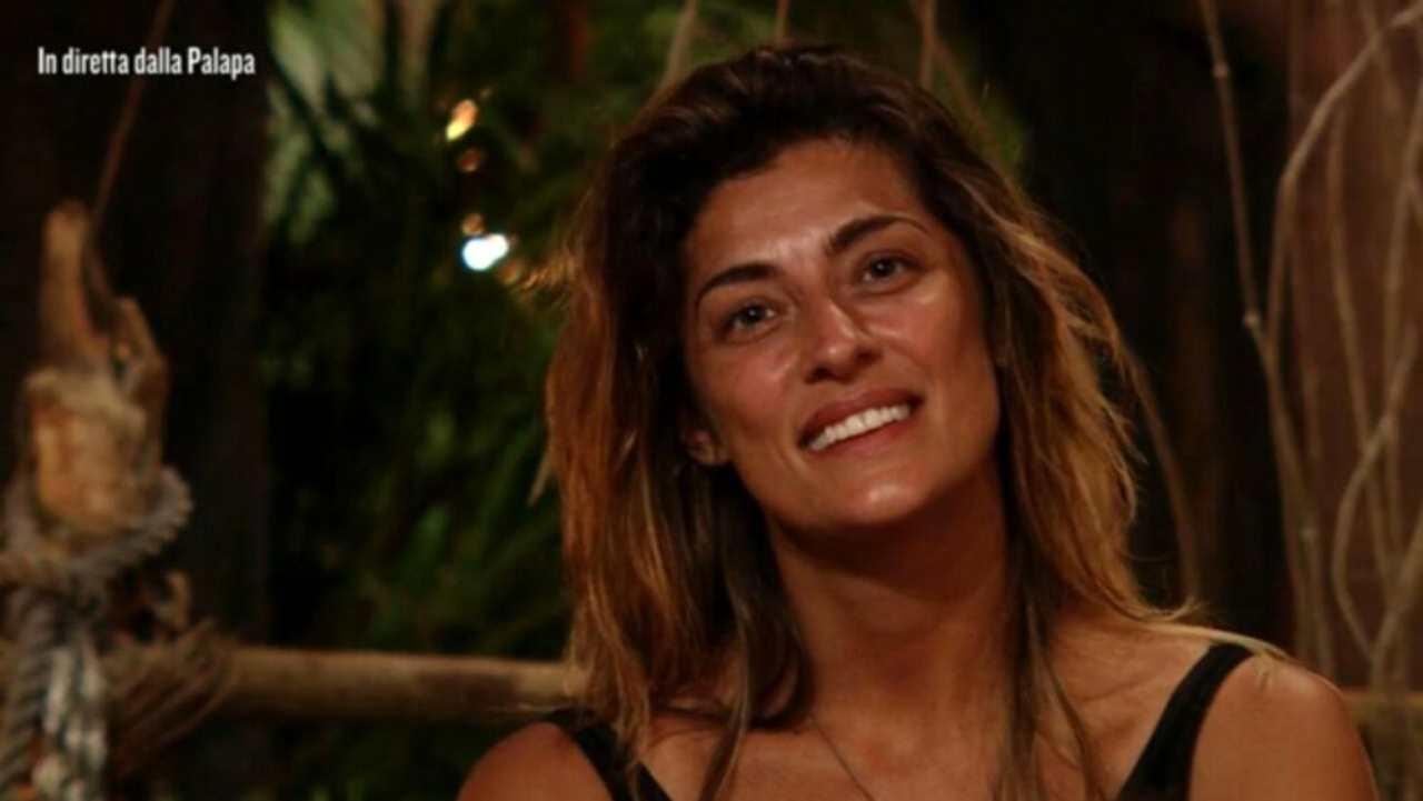 Elisa Isoardi pronta allo scontro all'Isola - RicettaSprint