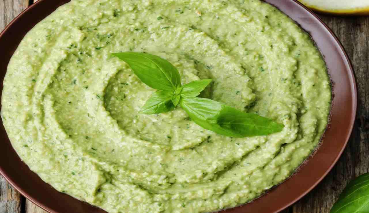 Hummus di fave piselli e zucchine