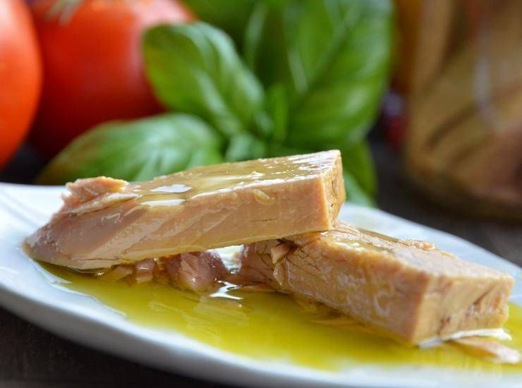 Insalata di fagioli al tonno con pomodori ricetta