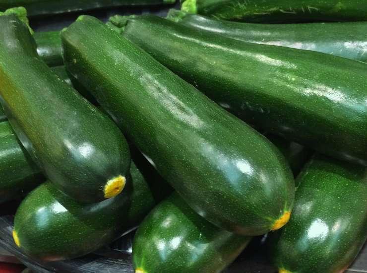 Insalata di zucchine alla menta e basilico ricetta