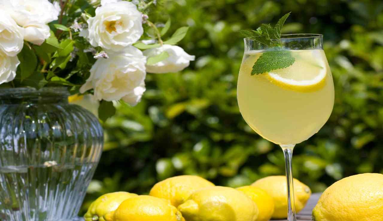 Limoncello spritz menta e lime