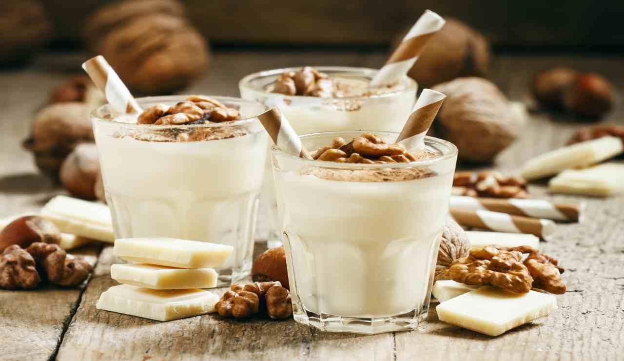 Mousse al cioccolato bianco e noci