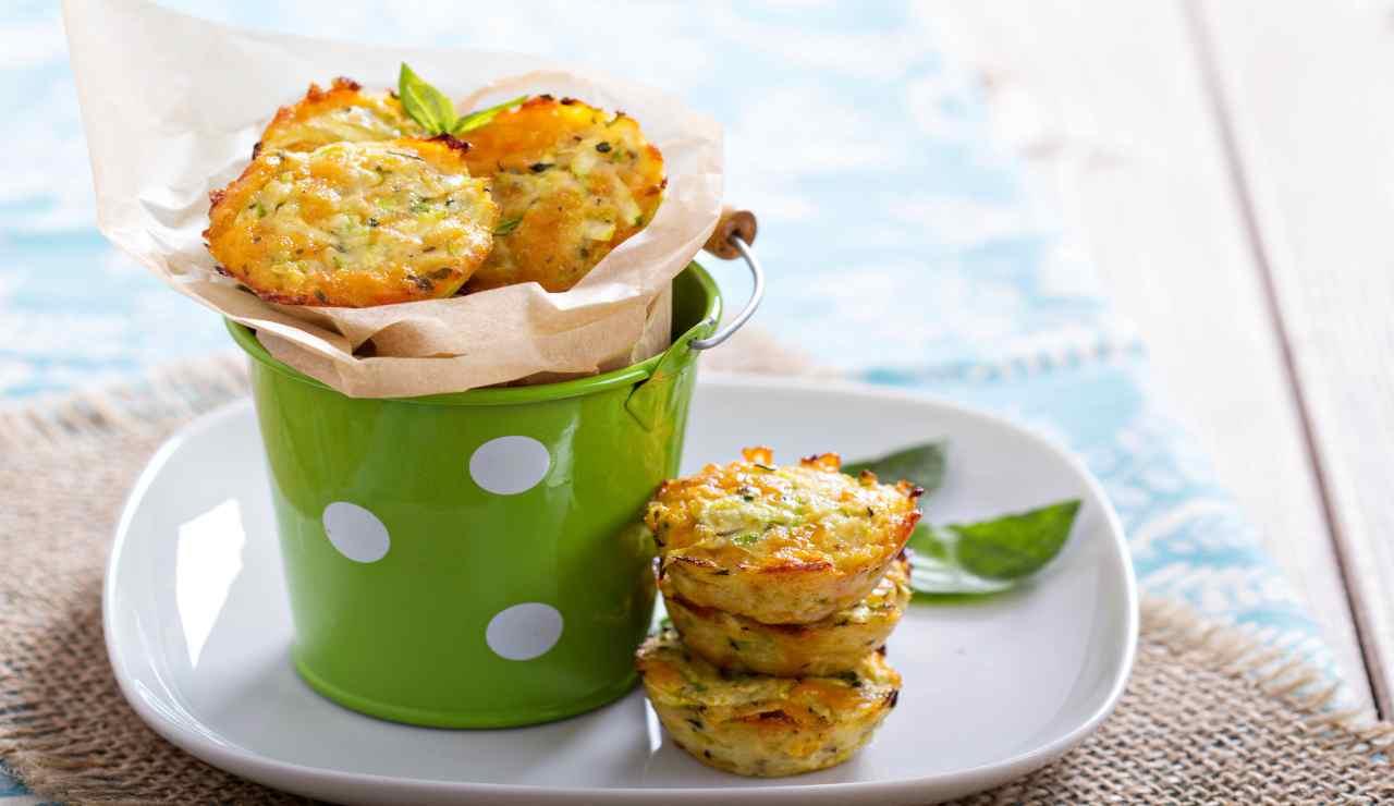 Muffin di zucchine quick e basilico