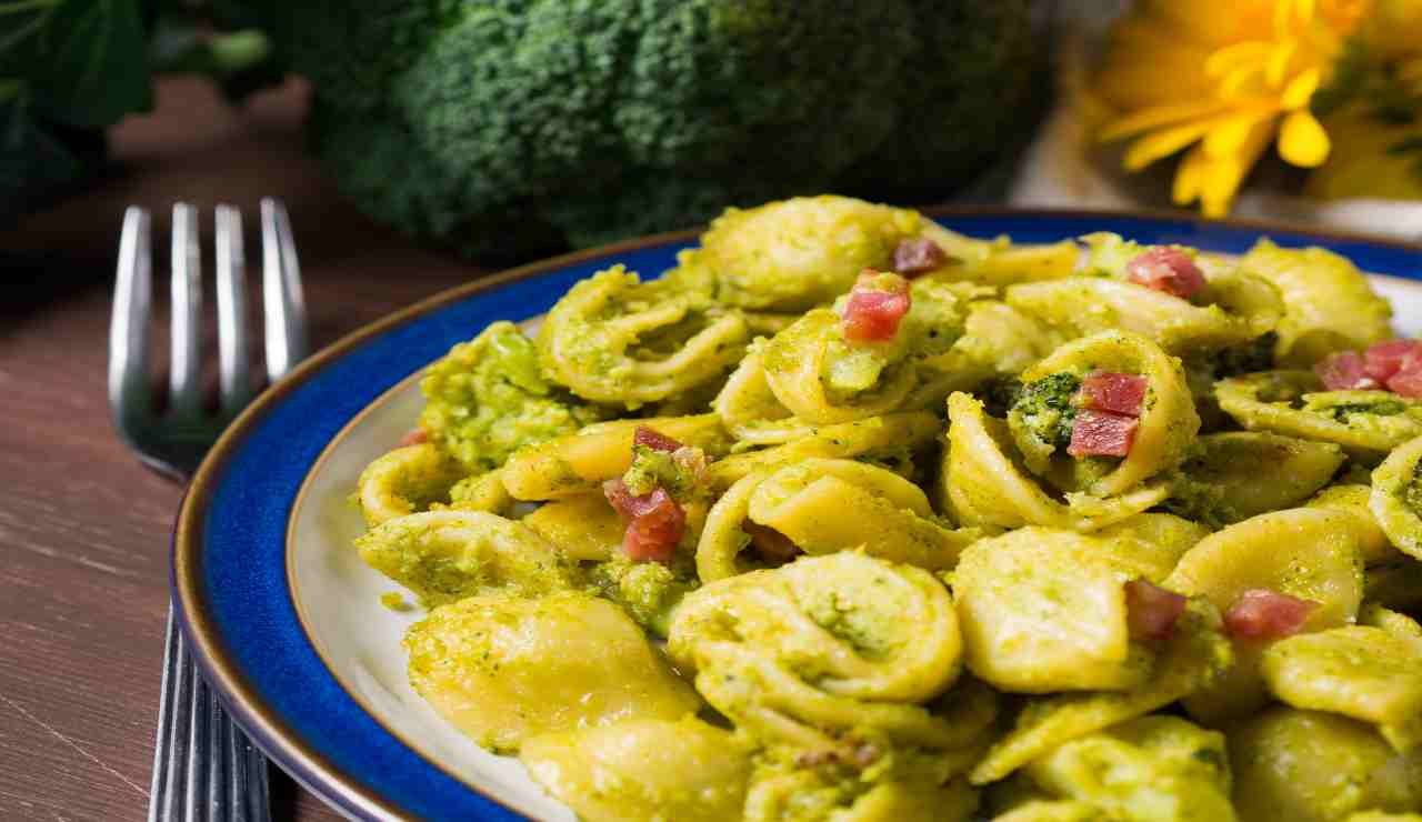 Orecchiette allo zafferano con broccoli e speck