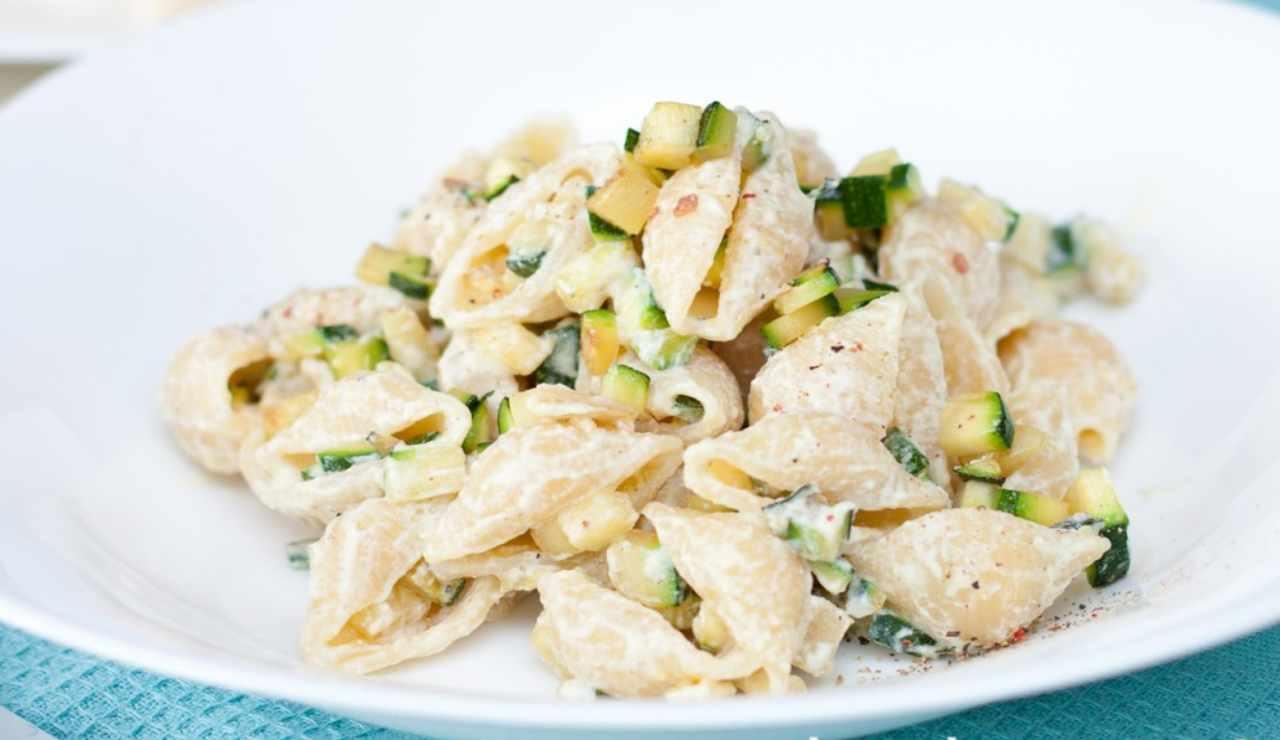 Orecchiette con ricotta e zucchine al limone