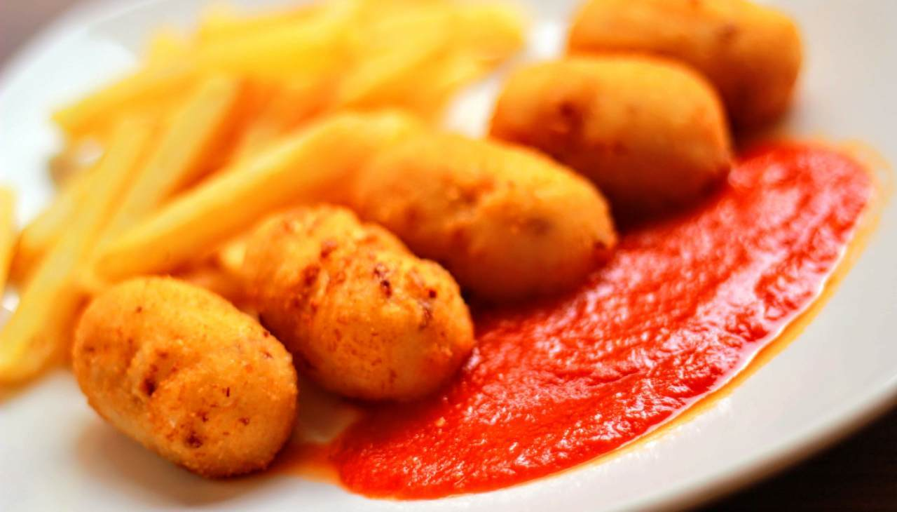 FInger food fritti ripieni di formaggi e salume