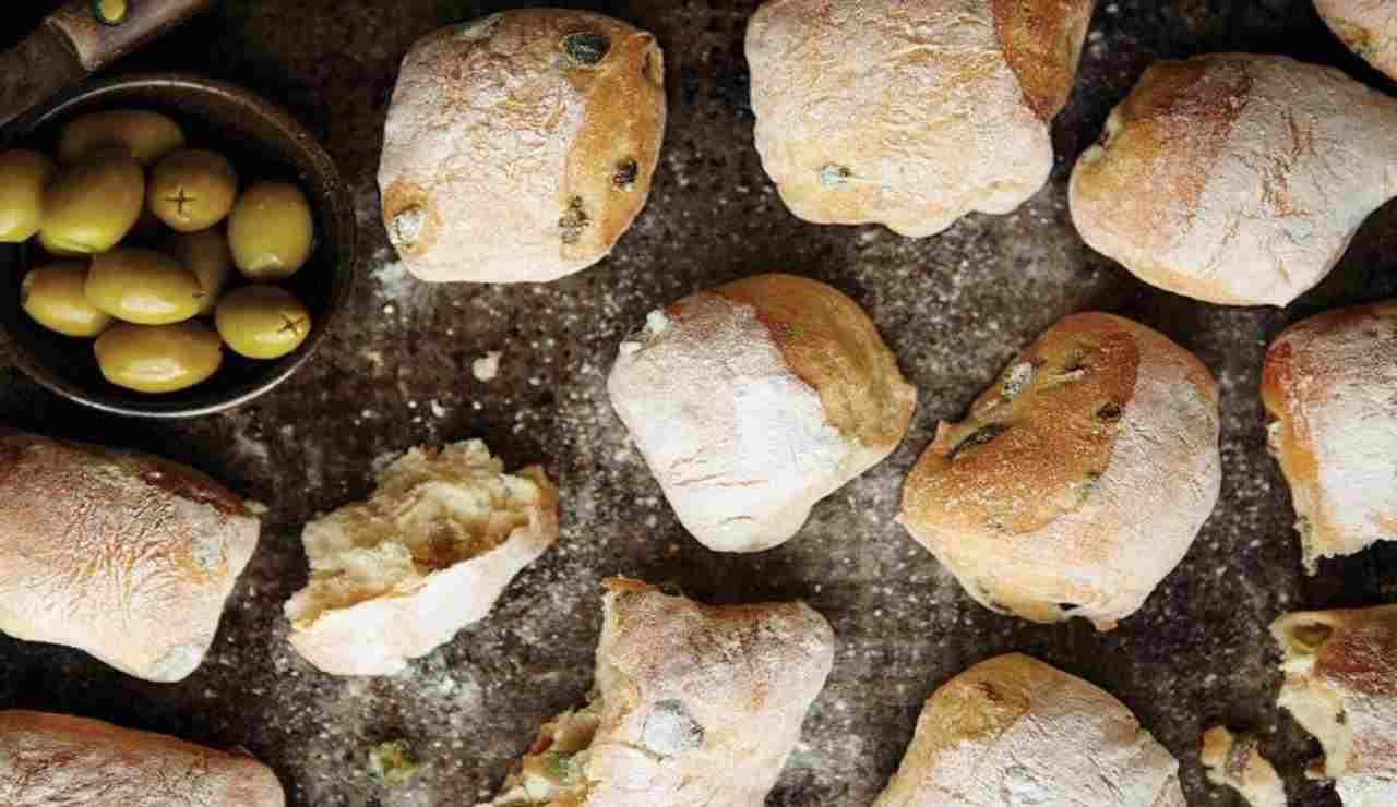 Panini alle olive e rosmarino veloci