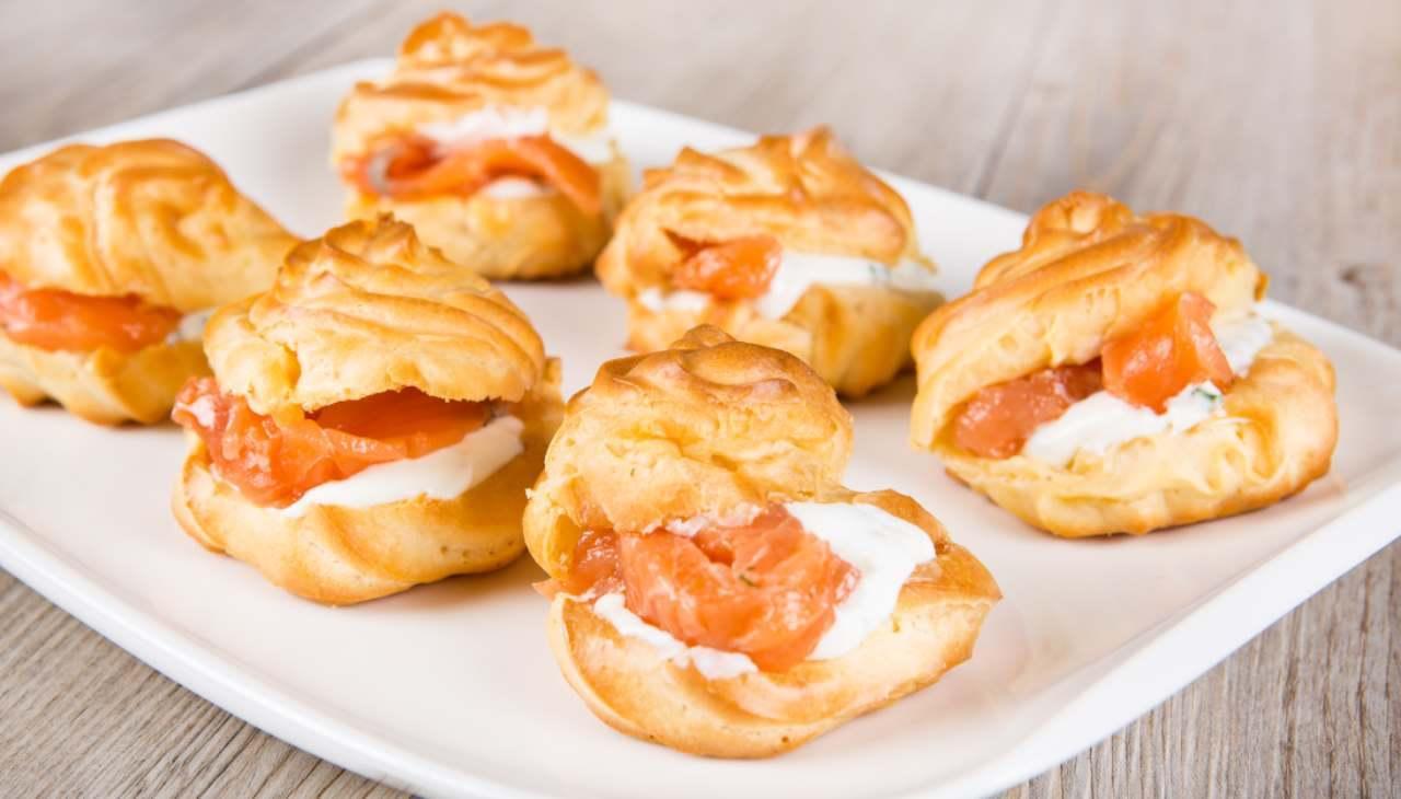 Finger food al salmone e formaggio