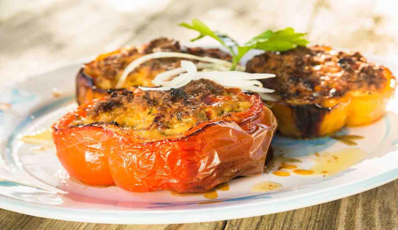Peperoni ripieni con sgombro patate e caciotta