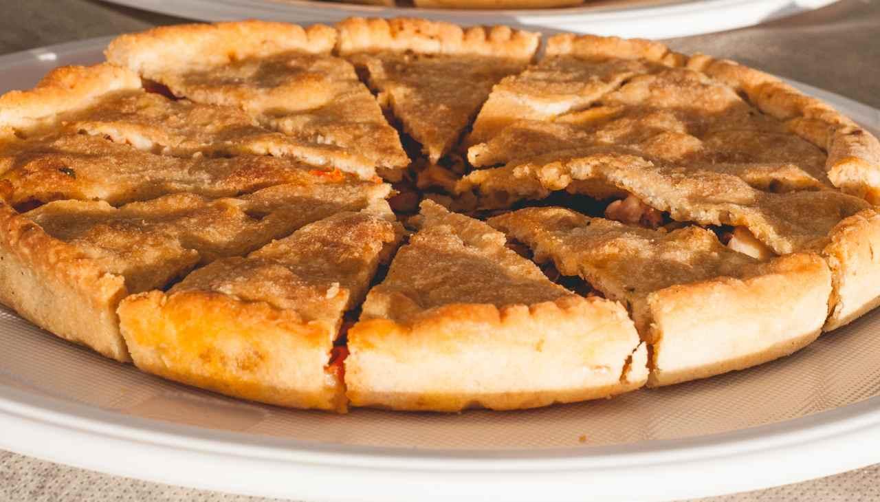 Pizza ricoperta farcita con melanzane alla parmigiana
