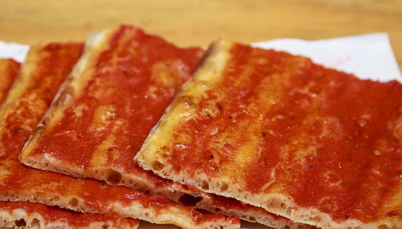 Pizza croccante senza formaggio