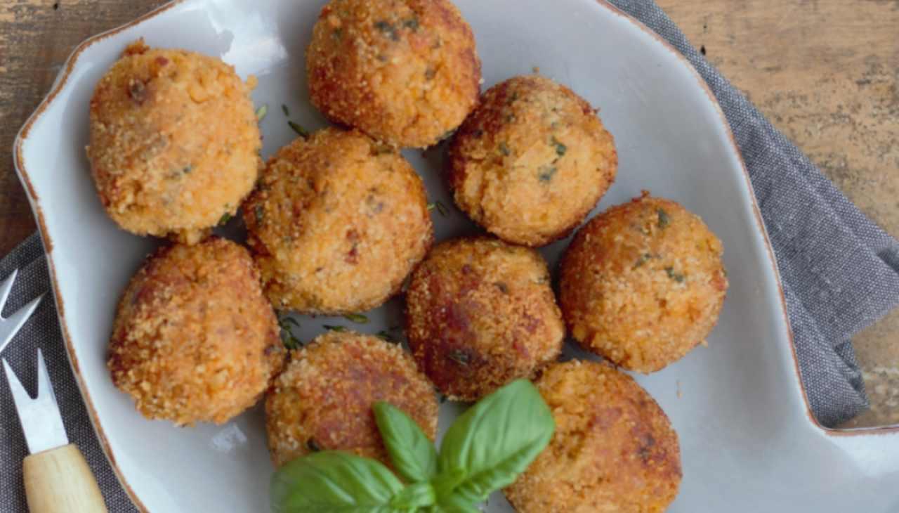 Finger food di pesce impanato e fritto