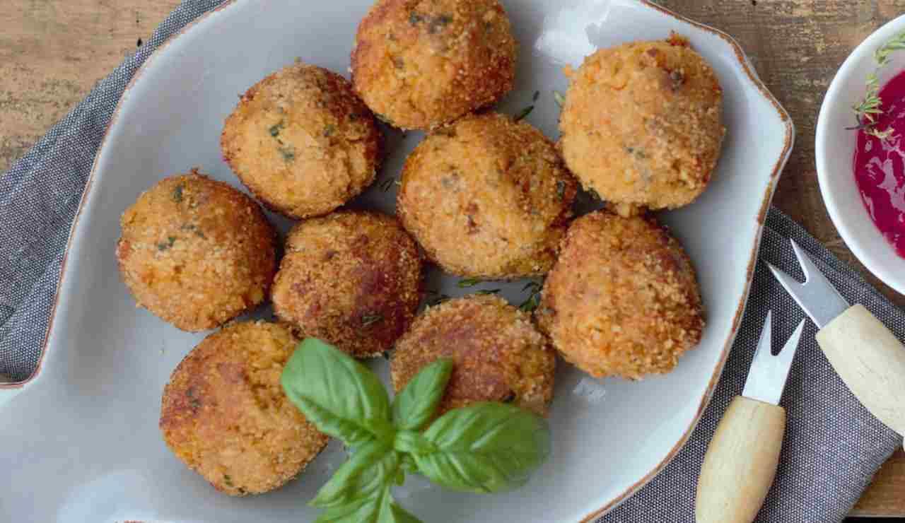 Polpette aromatizzate di tonno zucchine e caciotta