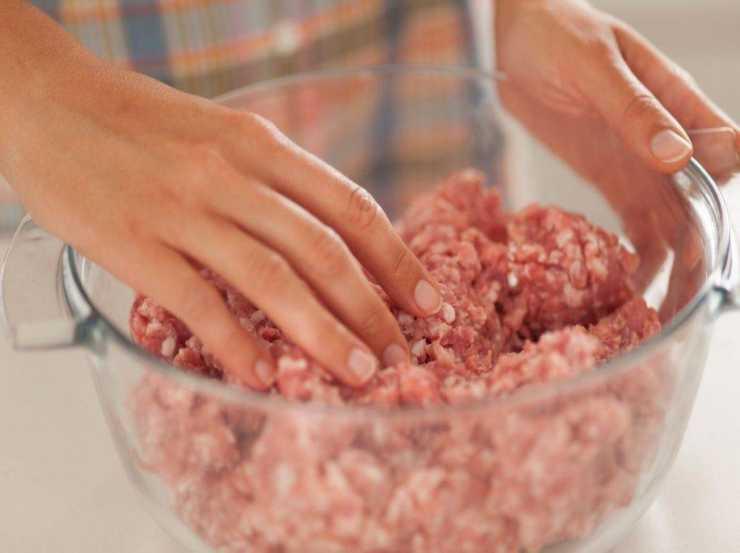 Polpettone di carne ripieno con stracchino FOTO ricettasprint