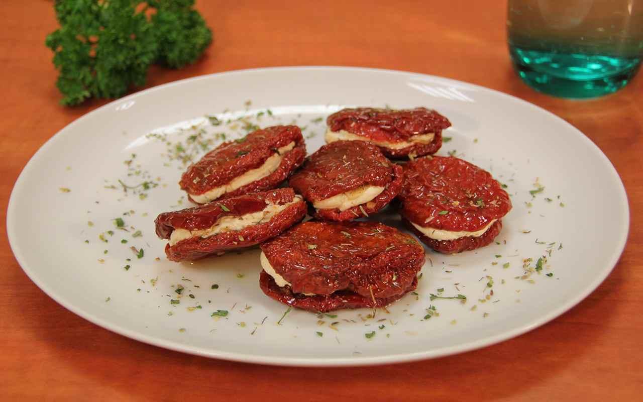 pomodori secchi farcitura ricetta FOTO ricettasprint
