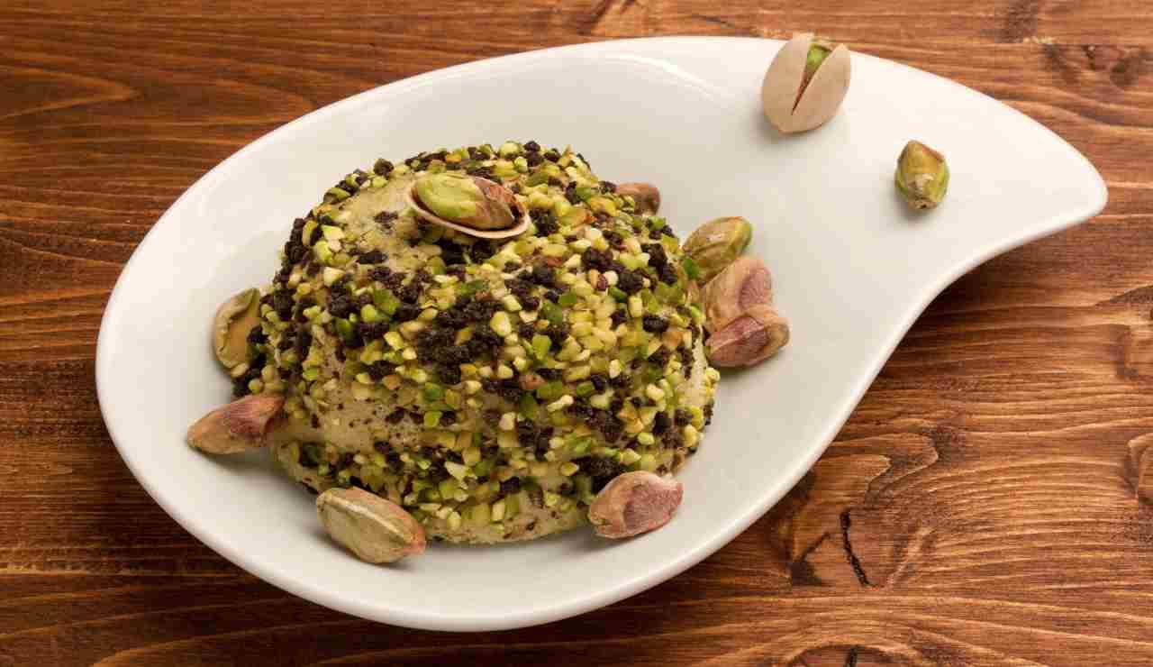 Profiteroles vanigliati al pistacchio e cioccolato bianco