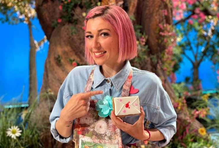 Sara Brancaccio capelli rosa - RicettaSprint