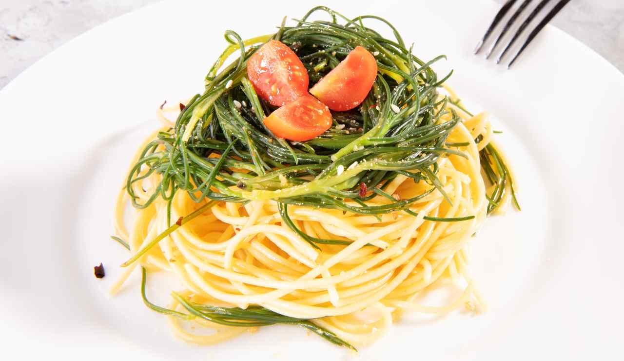 Spaghetti con agretti al profumo di agrumi