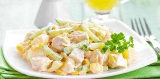 Straccetti di pollo all'insalata con yogurt e verdure