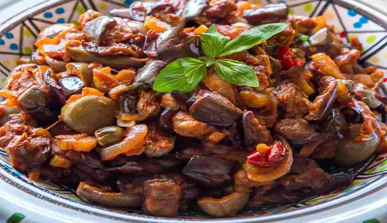 Sugo di melanzane cipolle e olive taggiasche