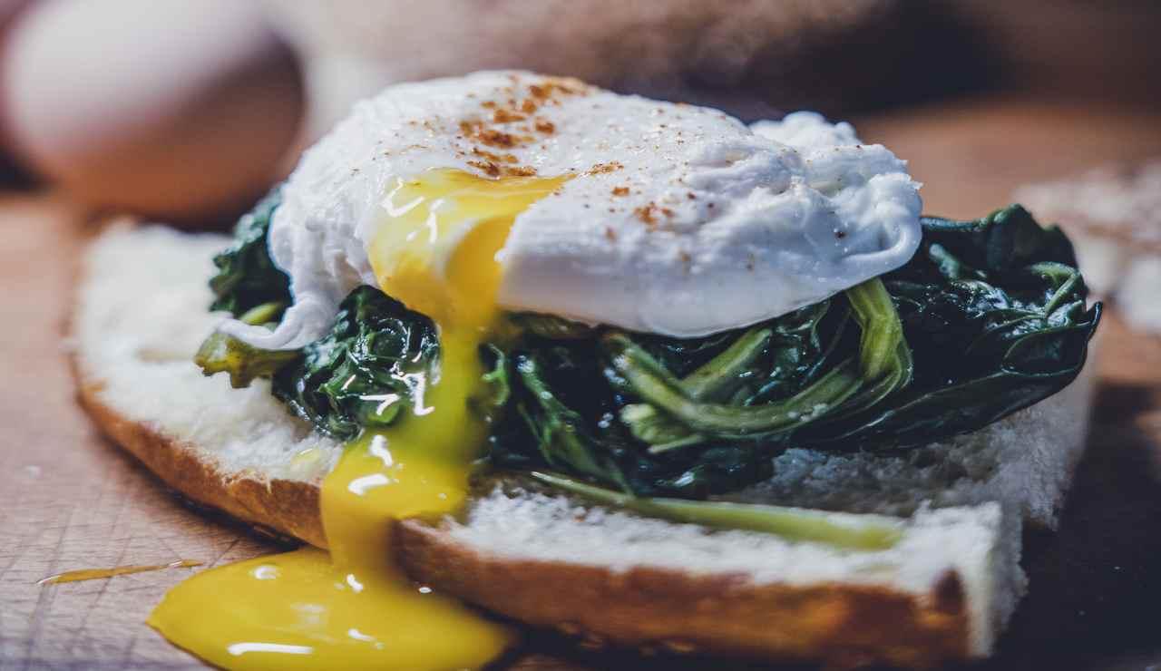 Tartara di spinaci con uova in camicia
