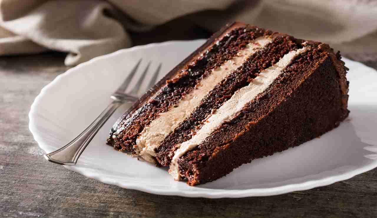 Torta meraviglia con mousse di ricotta e cioccolato bianco