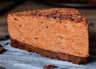Torta mousse caramellata al cioccolato