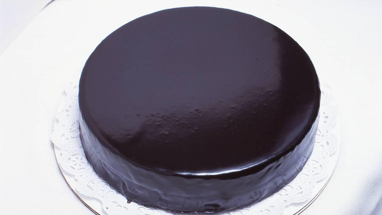 Torta gluten free con glassa la cacao e confettura