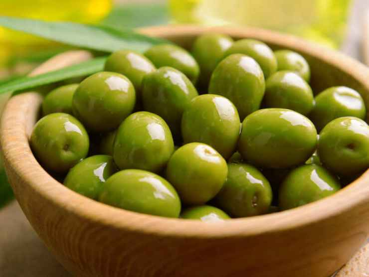 Uova sode ripiene di olive FOTO ricettasprint