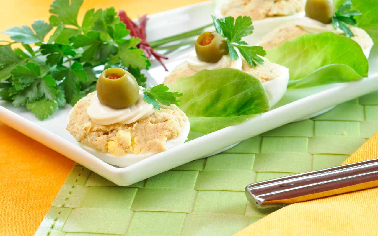 uova sode ripiene olive ricetta FOTO ricettasprint