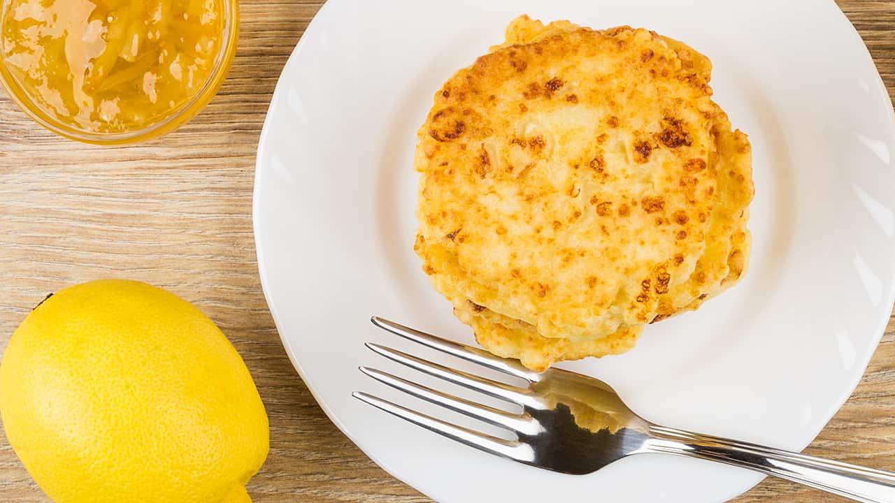 Frittelle fritte con scorza di limone