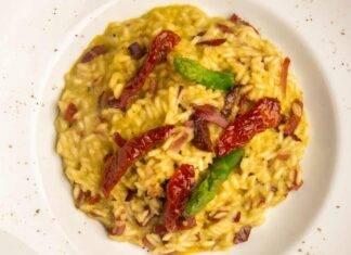 risotto agli asparagi con pomodori secchi e pancetta ricettasprint