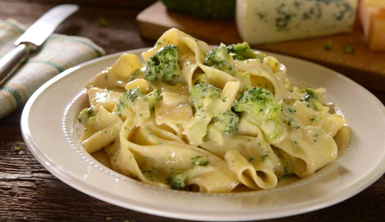 tagliatelle cremose ai broccoli ricettasprint