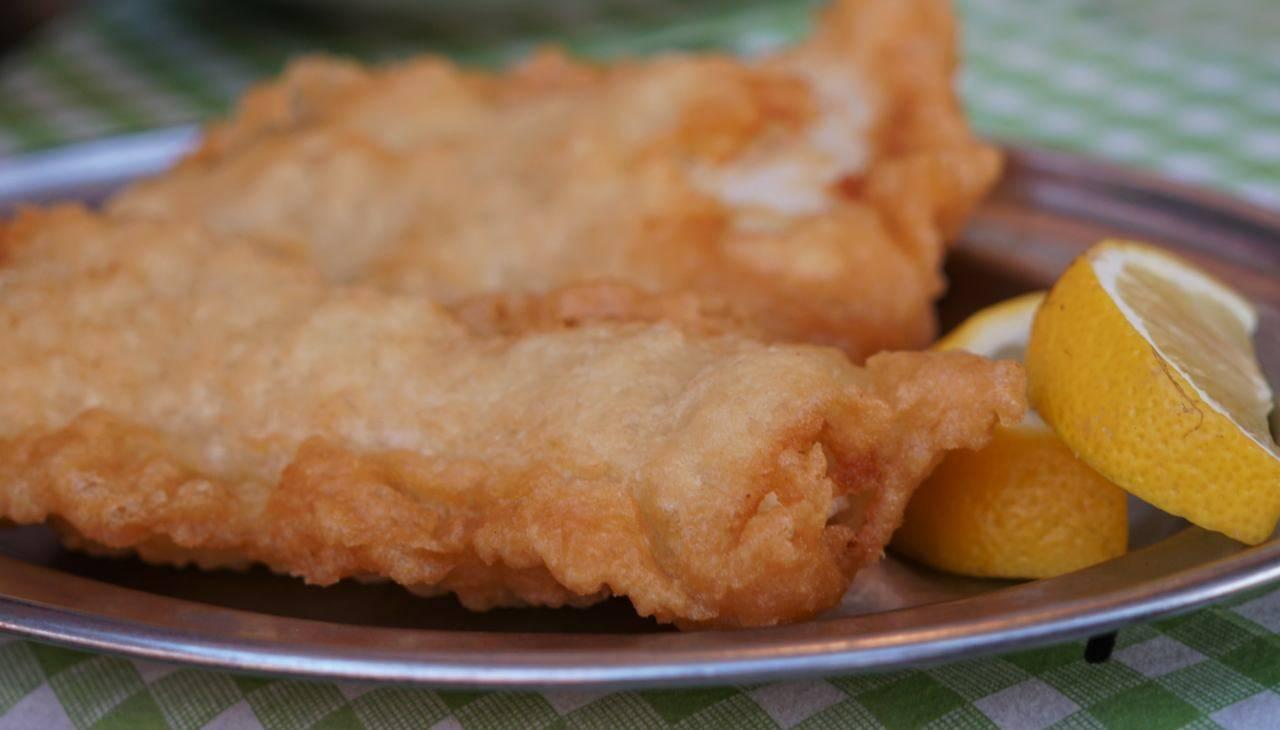 Pesce con pastella con acqua frizzante