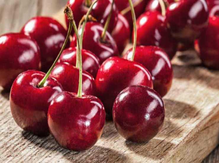 Gelato con ciliegie