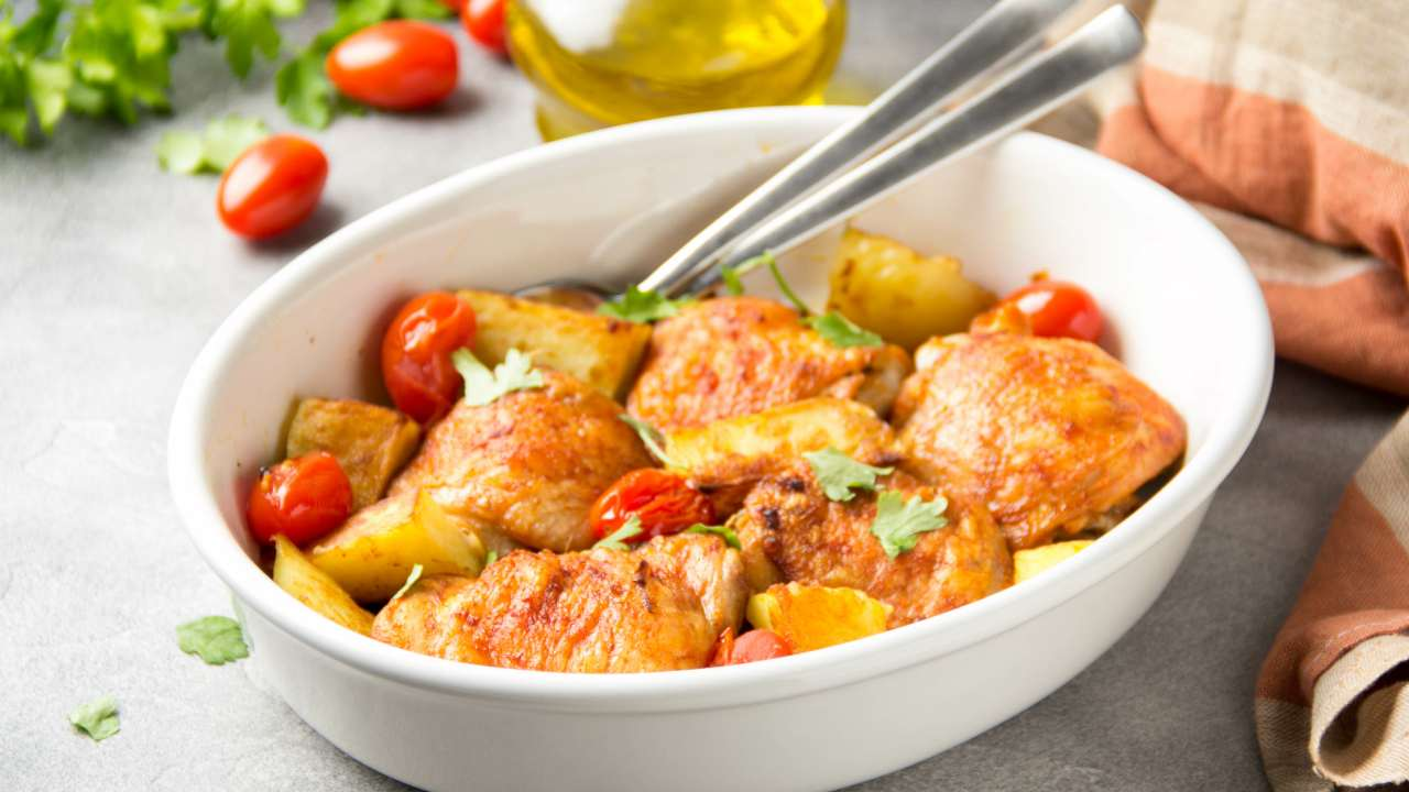 Pollo con patate e pomodori