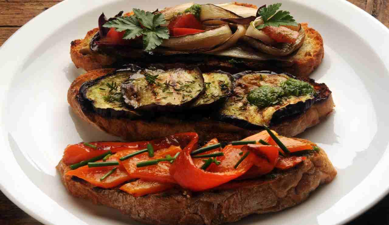 Bruschette di verdure grigliate e marinate