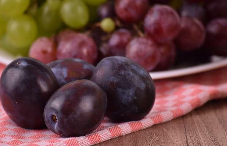 Dolci con prugne fresche