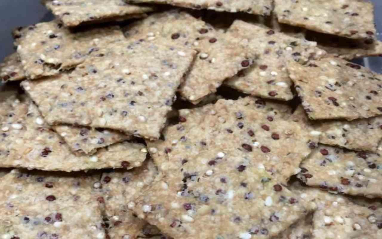 crackers quinoa ricetta FOTO ricettasprint