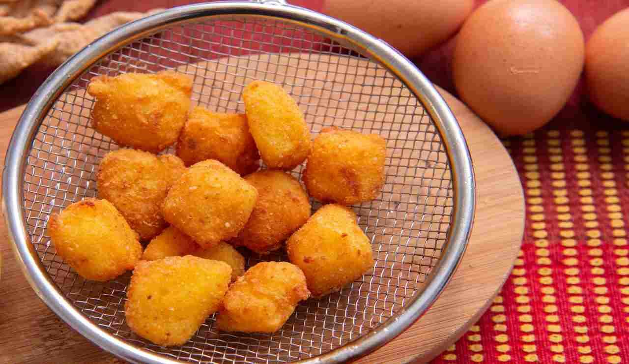 Cubetti di crema fritta
