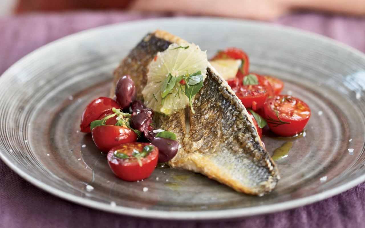 filetti spigola salsa olive ricetta FOTO ricettasprint