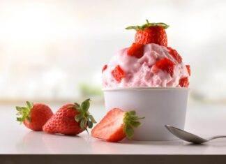 frozen yogurt fragola ricetta FOTO ricettasprint